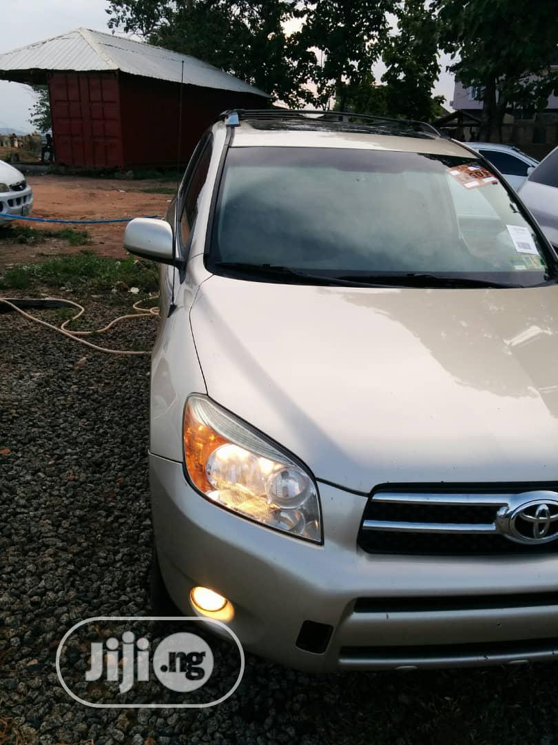 Toyota RAV4 Limited V6 4x4 2007 Gold