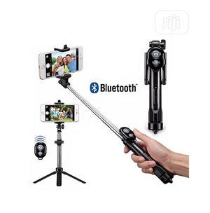 Phone Tripod Stand & Selfie Stick With Bluetooth Shutter. | Accessories for Mobile Phones & Tablets for sale in Rivers State, Port-Harcourt