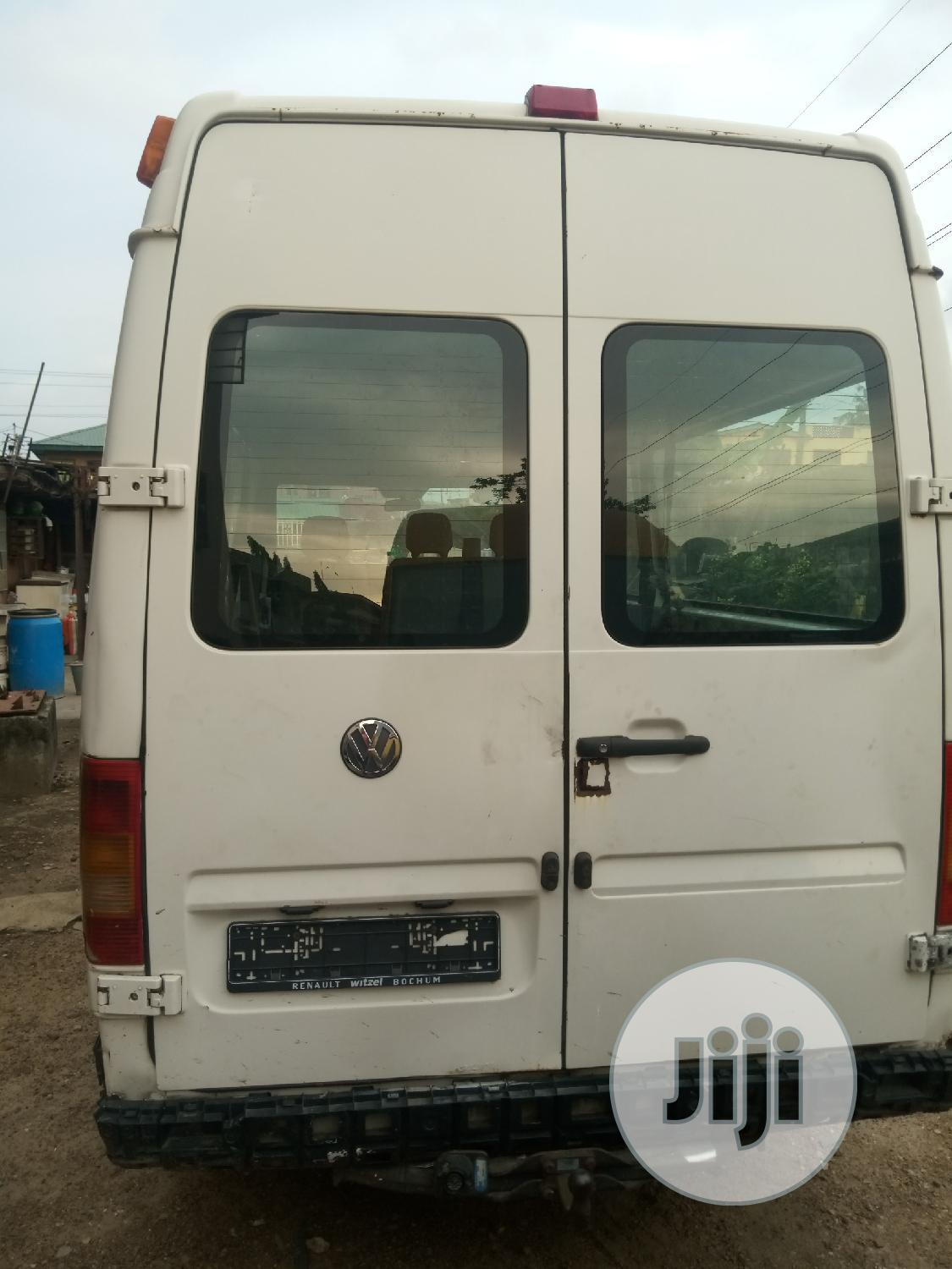 Clean Tokunbo Volkswagen LT 35 2002 White | Buses & Microbuses for sale in Mushin, Lagos State, Nigeria
