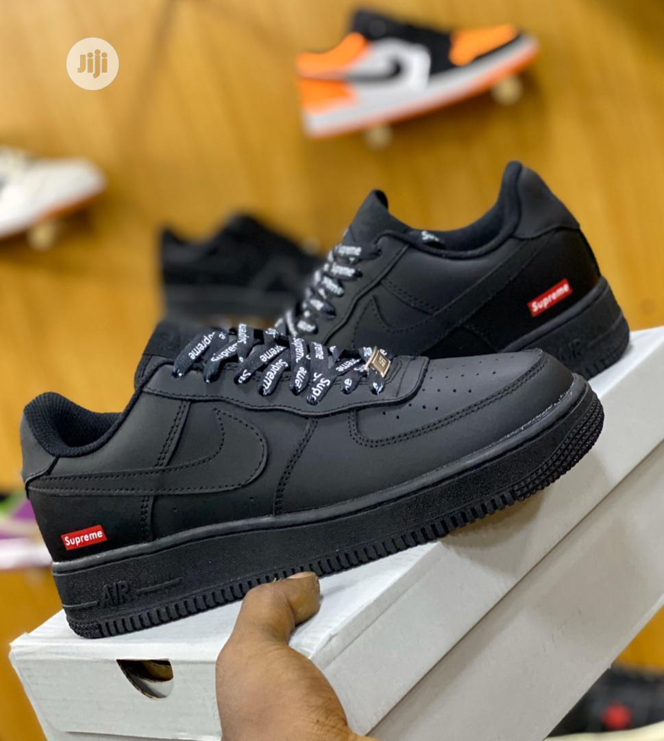 Educación escolar Rezumar No quiero  Archive: Nike Air Force 1 Supreme Black Colour in Lagos Island (Eko) - Shoes,  OLOWO EKO WEARS | Jiji.ng for sale in Lagos Island (Eko) | Buy Shoes from  OLOWO EKO WEARS