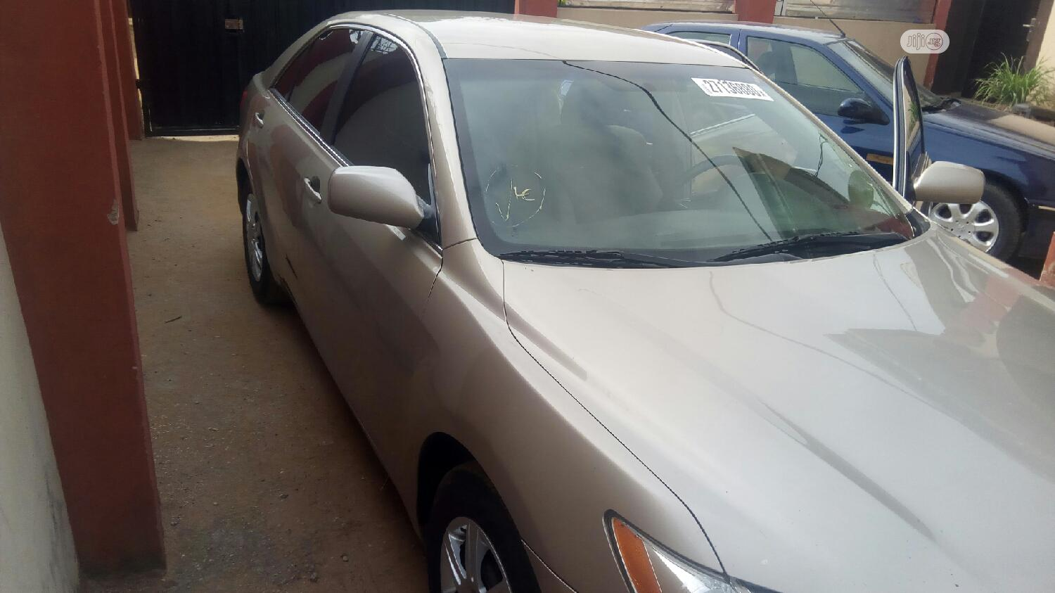 Archive: Toyota Camry 2009 Gold
