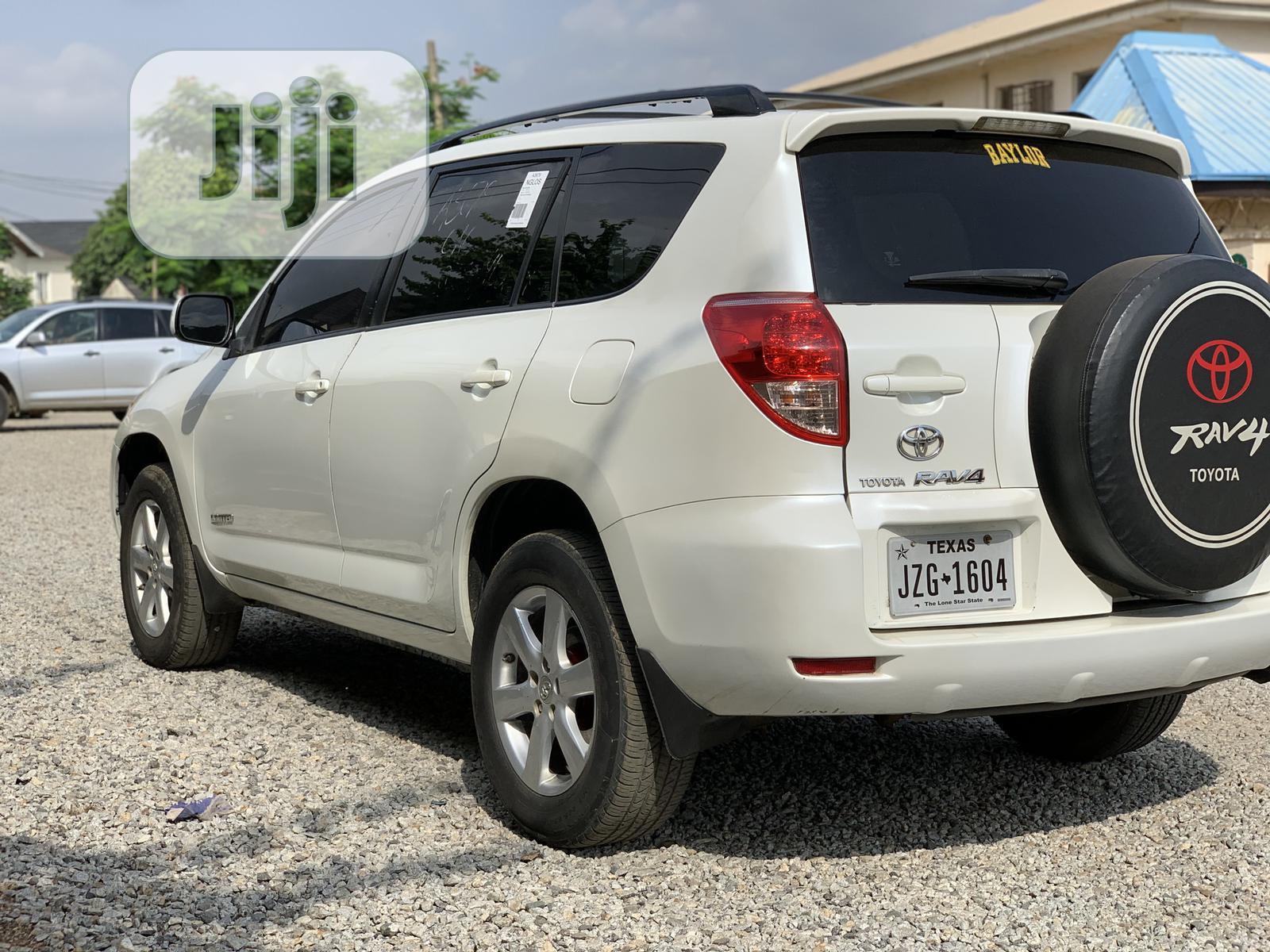 Archive: Toyota RAV4 2008 Limited V6 White
