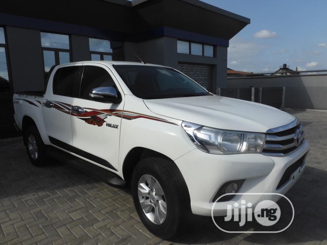Toyota Hilux 2016 SR5 4x4 White