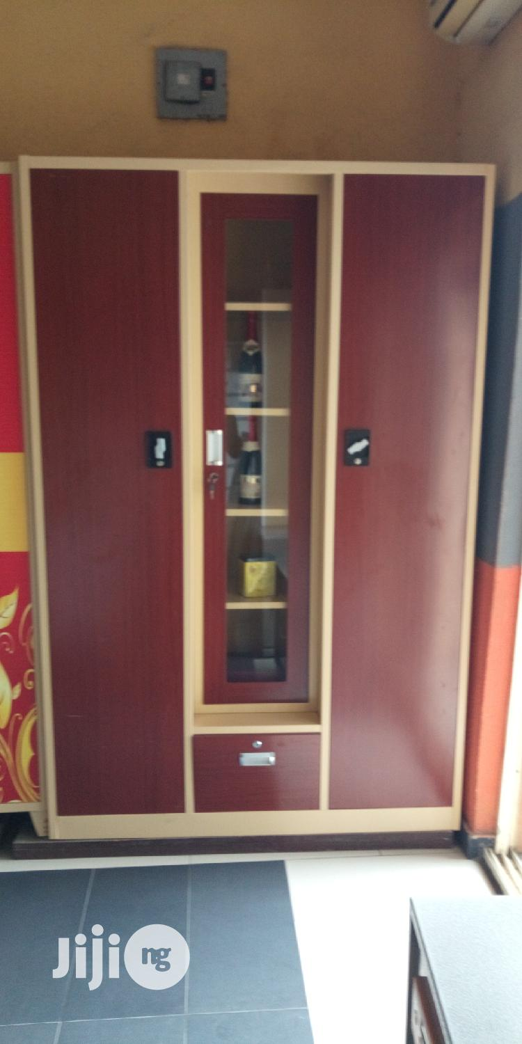 Archive: Standard Wardrobe With Bar
