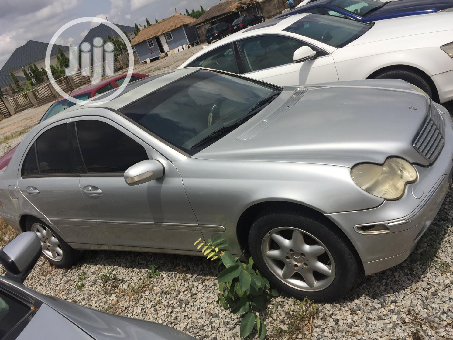 Mercedes-Benz C320 2006 Gray | Cars for sale in Kado, Abuja (FCT) State, Nigeria