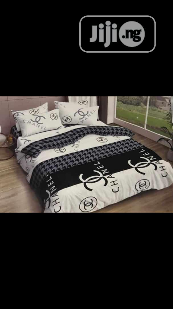 Bedspread With Pollows