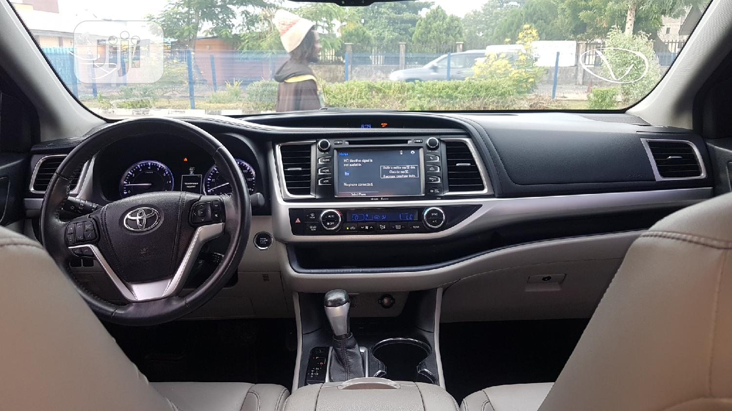 Toyota Highlander 2017 XLE 4x4 V6 (3.5L 6cyl 8A) Brown | Cars for sale in Ikeja, Lagos State, Nigeria