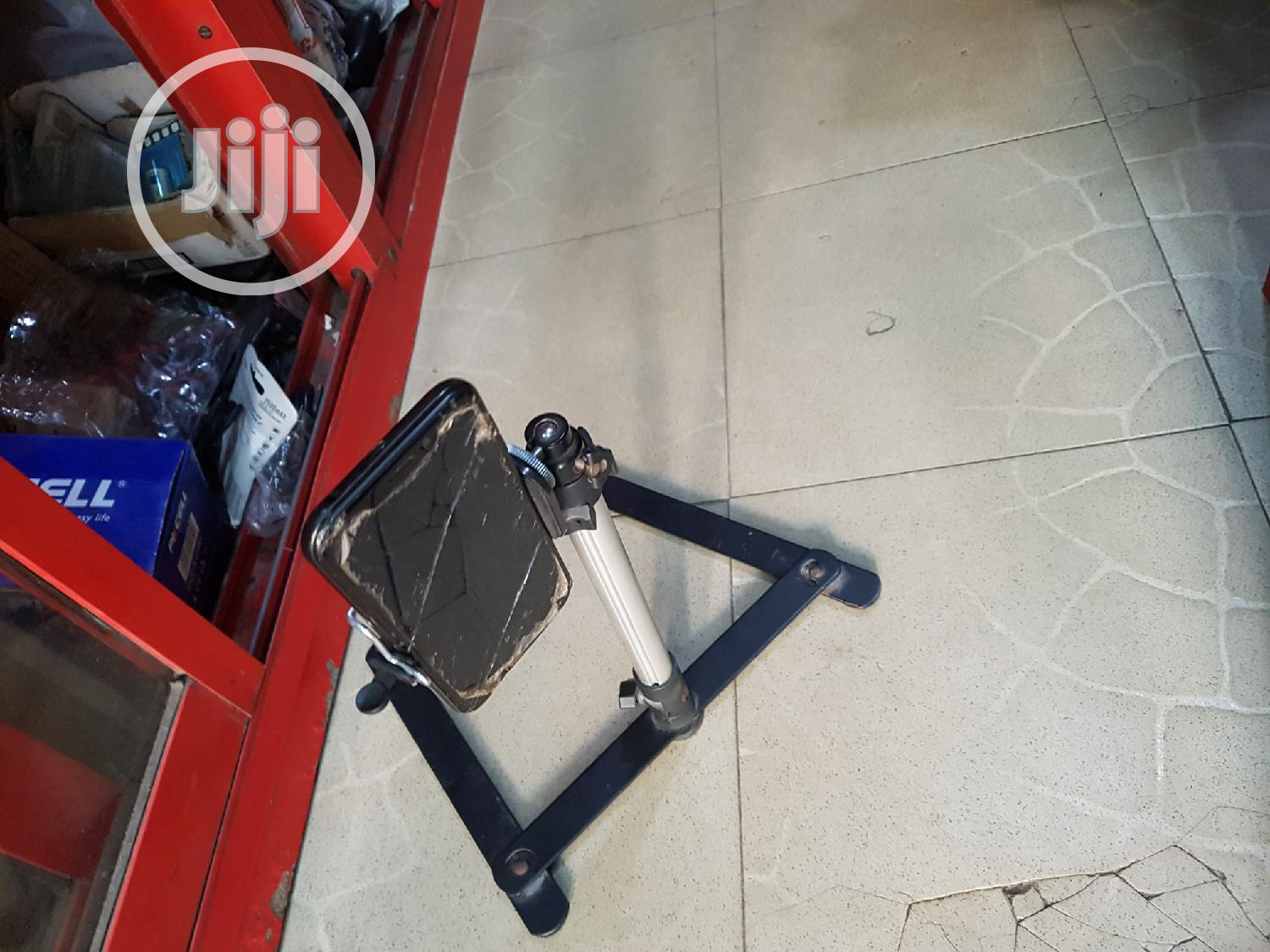 Table Top Focus Tripod Stand For Phone And Cameras | Accessories & Supplies for Electronics for sale in Ikeja, Lagos State, Nigeria