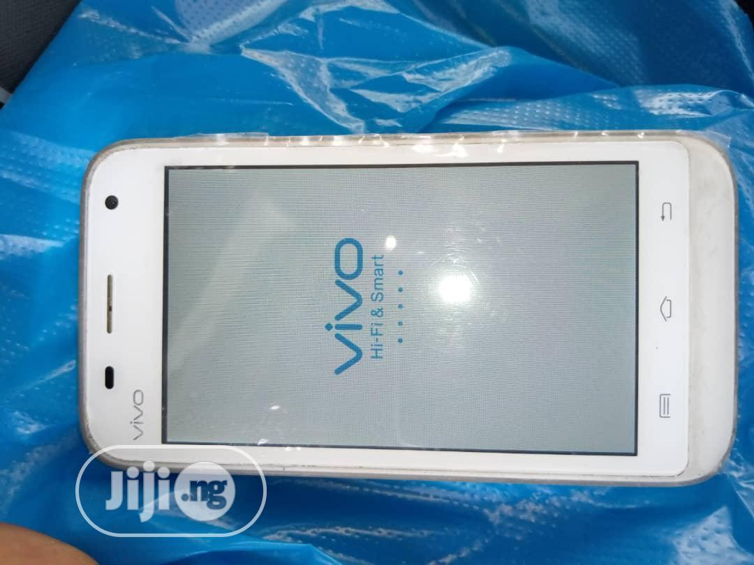 Archive: Vivo V7 32 GB White