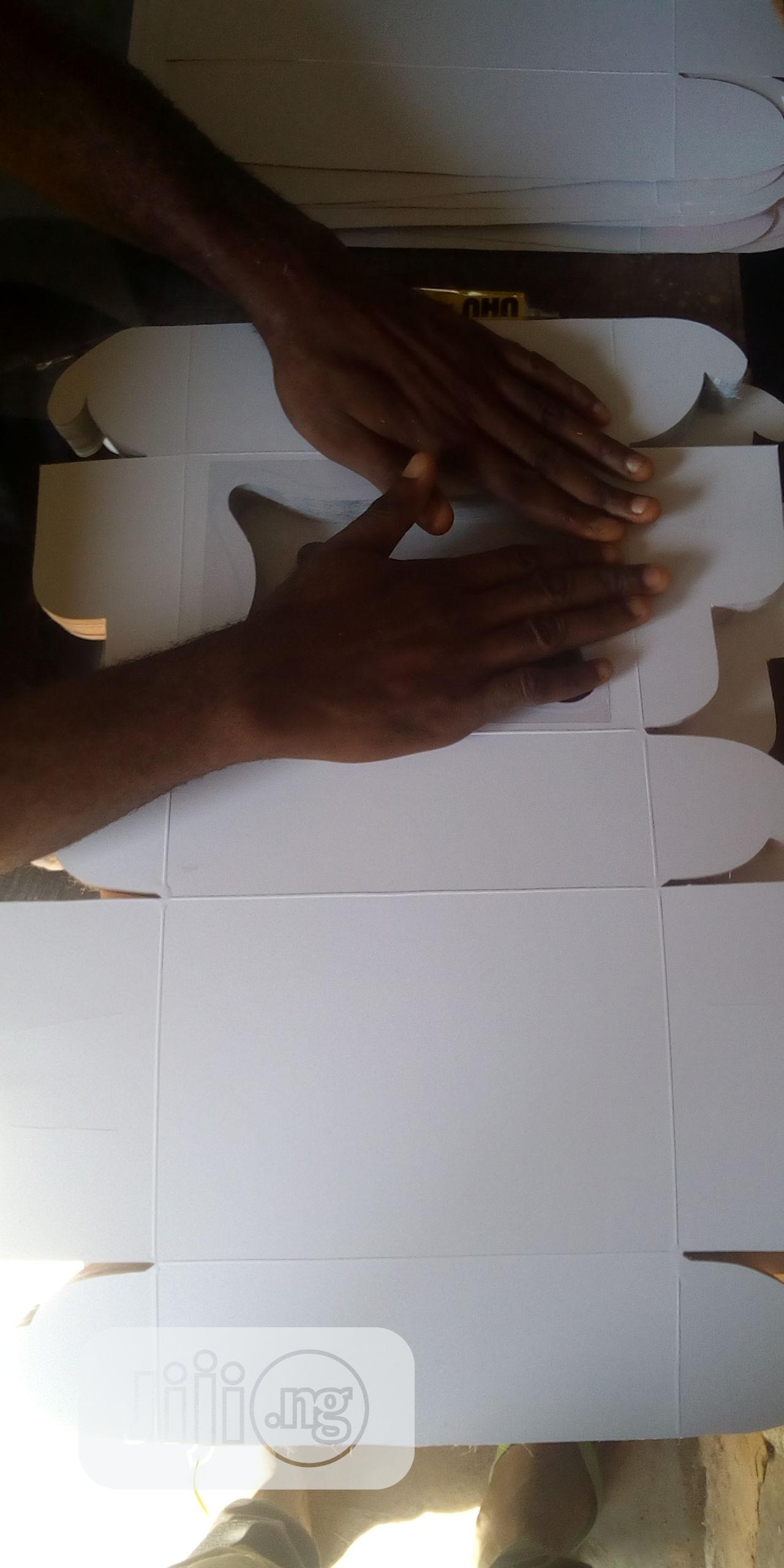 Cake Andsmall Chops Box   Arts & Crafts for sale in Surulere, Lagos State, Nigeria