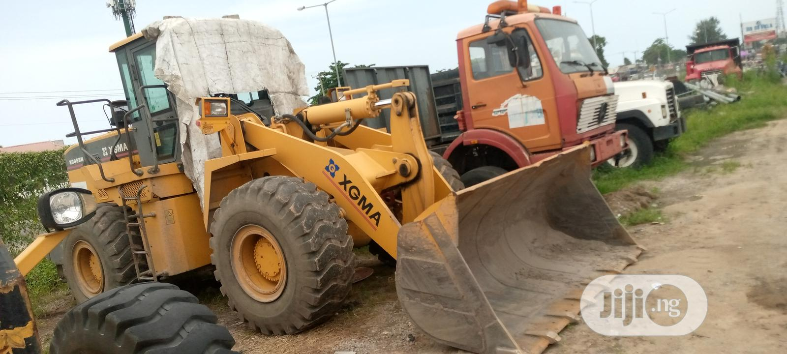 Archive: PAYLOADER XCMG Fews Months Used