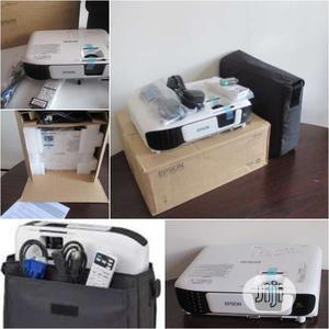 3600 Lumens Epson Eb-S41 Projector   TV & DVD Equipment for sale in Lagos State, Alimosho