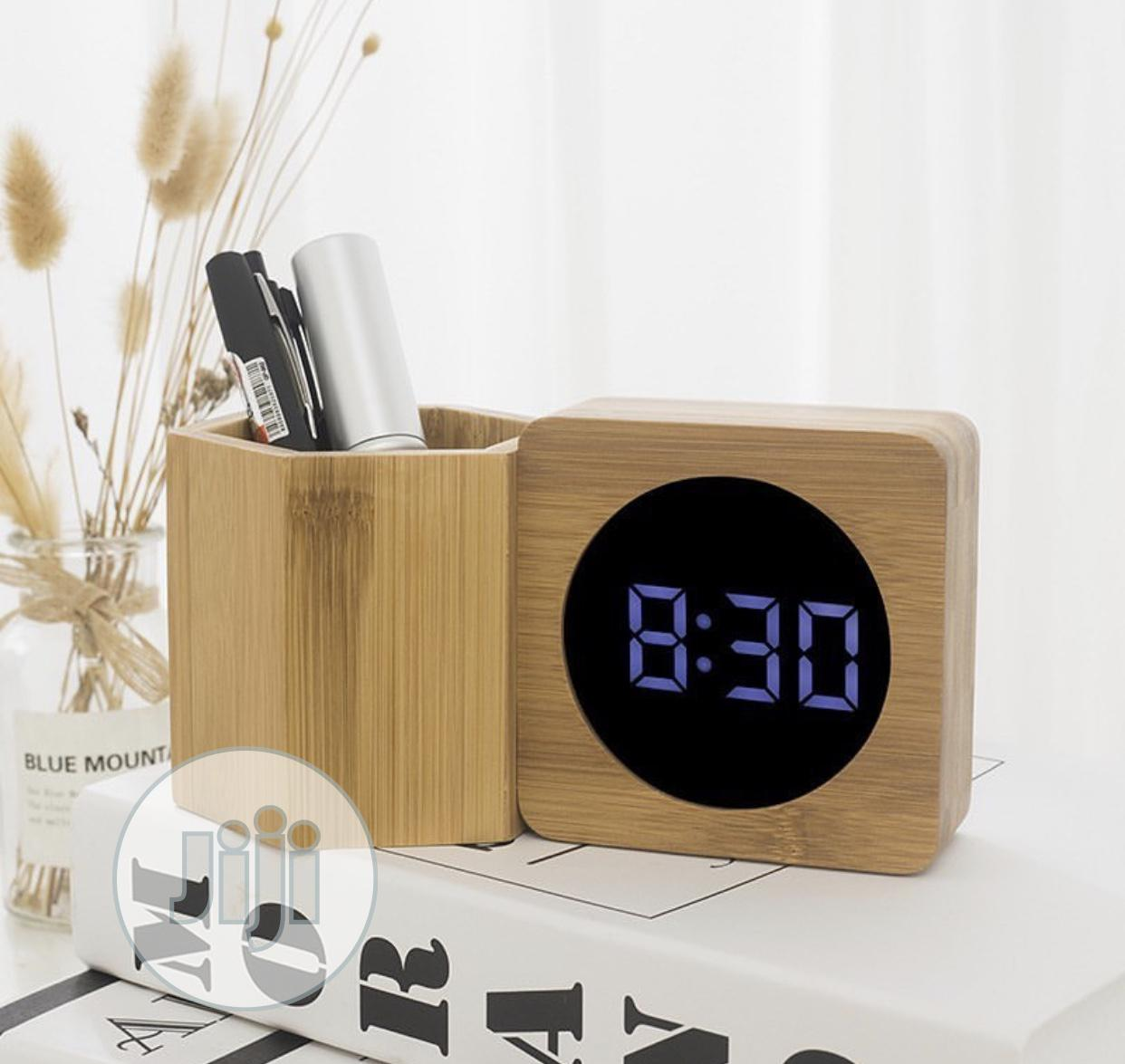 Archive: Wooden Clock With Pen Stand