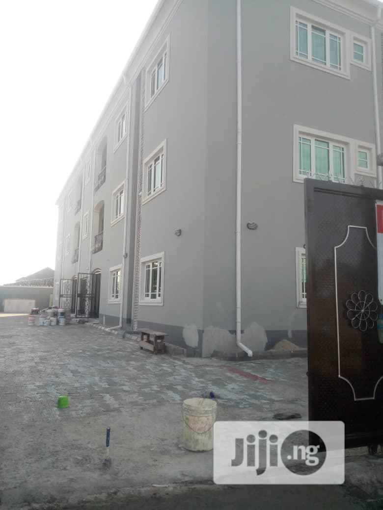 Brand New 3bedroom Flats 4rent At Monastery/Shoprite Road Sangotedo