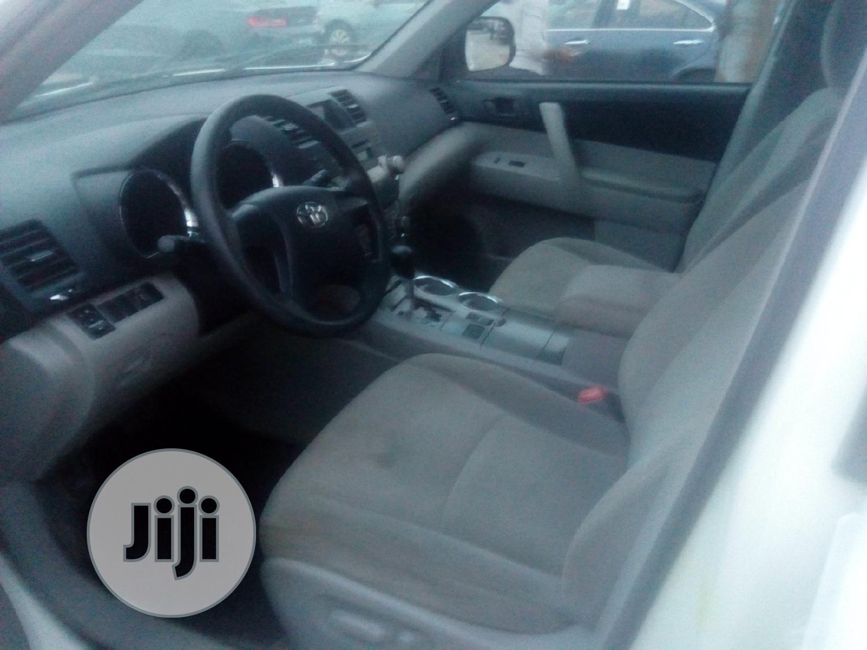 Archive: Toyota Highlander 2010 White