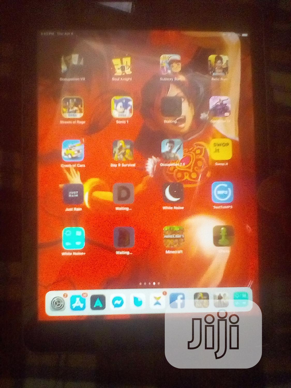 Archive: Apple iPad Air 16 GB Gray