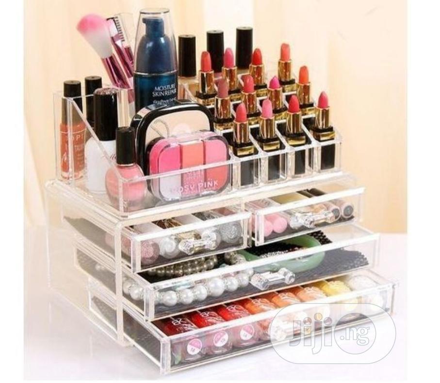 Quality Cosmetics Storage Box