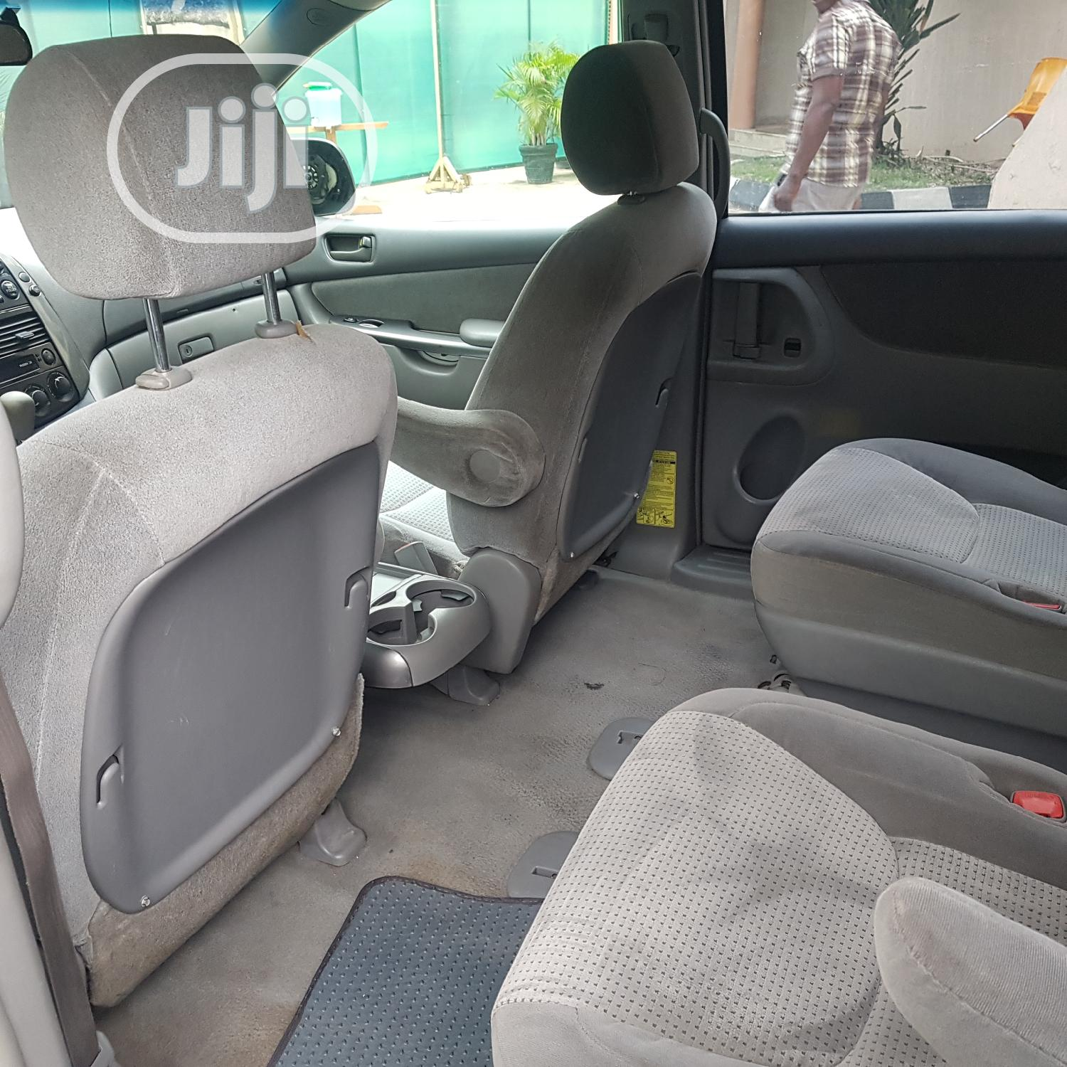 Toyota Sienna 2007 LE 4WD Silver | Cars for sale in Isolo, Lagos State, Nigeria