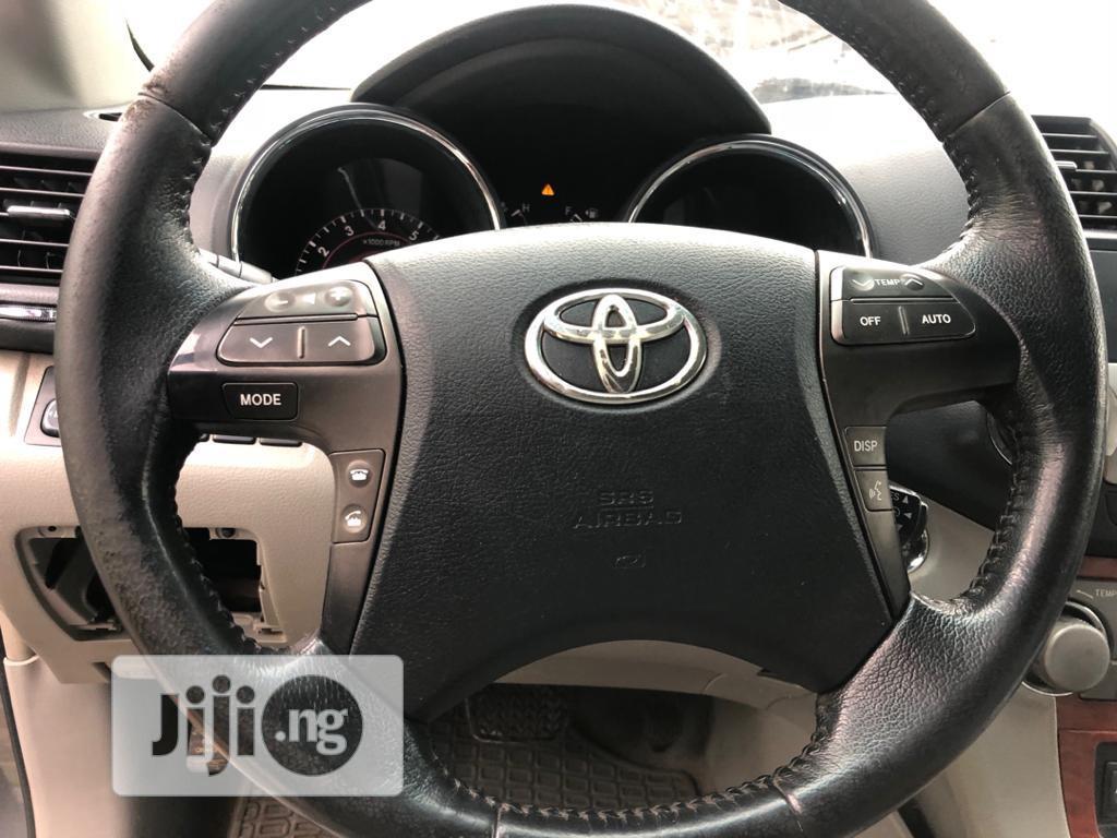Archive: Toyota Highlander Hybrid 2010 Gray