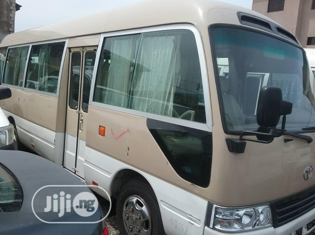 Toyota Coaster 2005 Beige | Buses & Microbuses for sale in Amuwo-Odofin, Lagos State, Nigeria