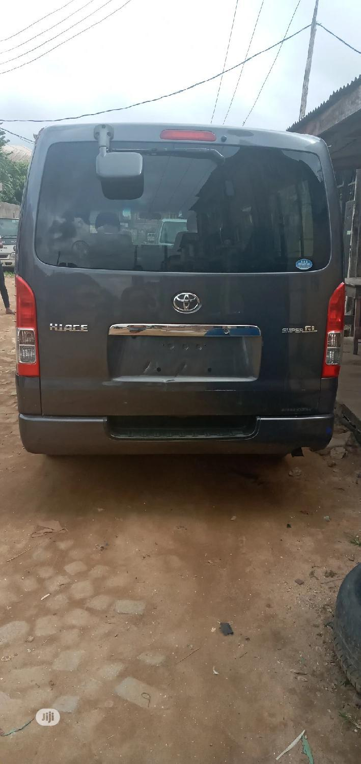 Archive: Toyota Hiace 2009 Model
