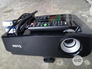 Clean Hdmi Benq 3000 Lumens Projector In Lagos | TV & DVD Equipment for sale in Lagos State, Surulere