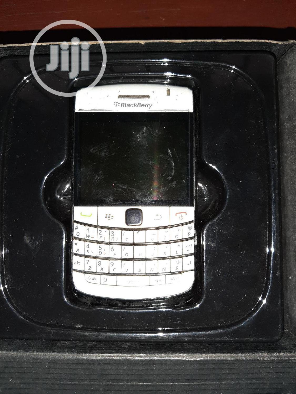 Archive: BlackBerry Bold 9780 White