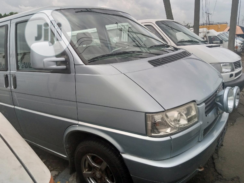 Archive: Volkswagen Bus 2000