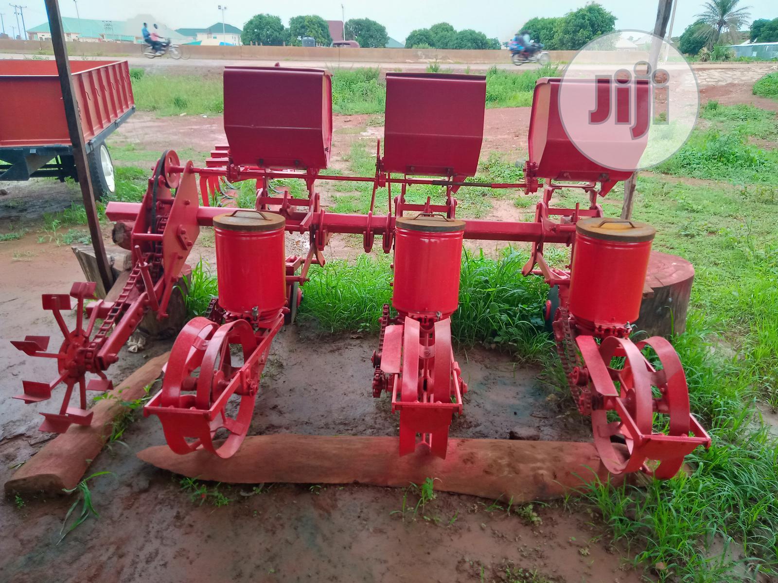 Archive: 3 Row Planter