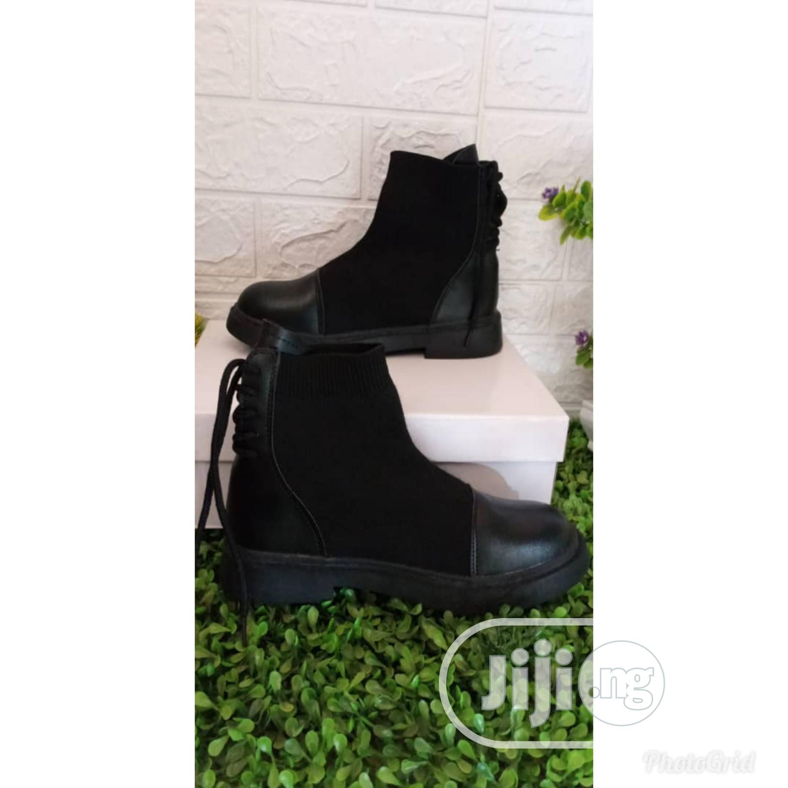 Archive: Fashionable Ladies Boot