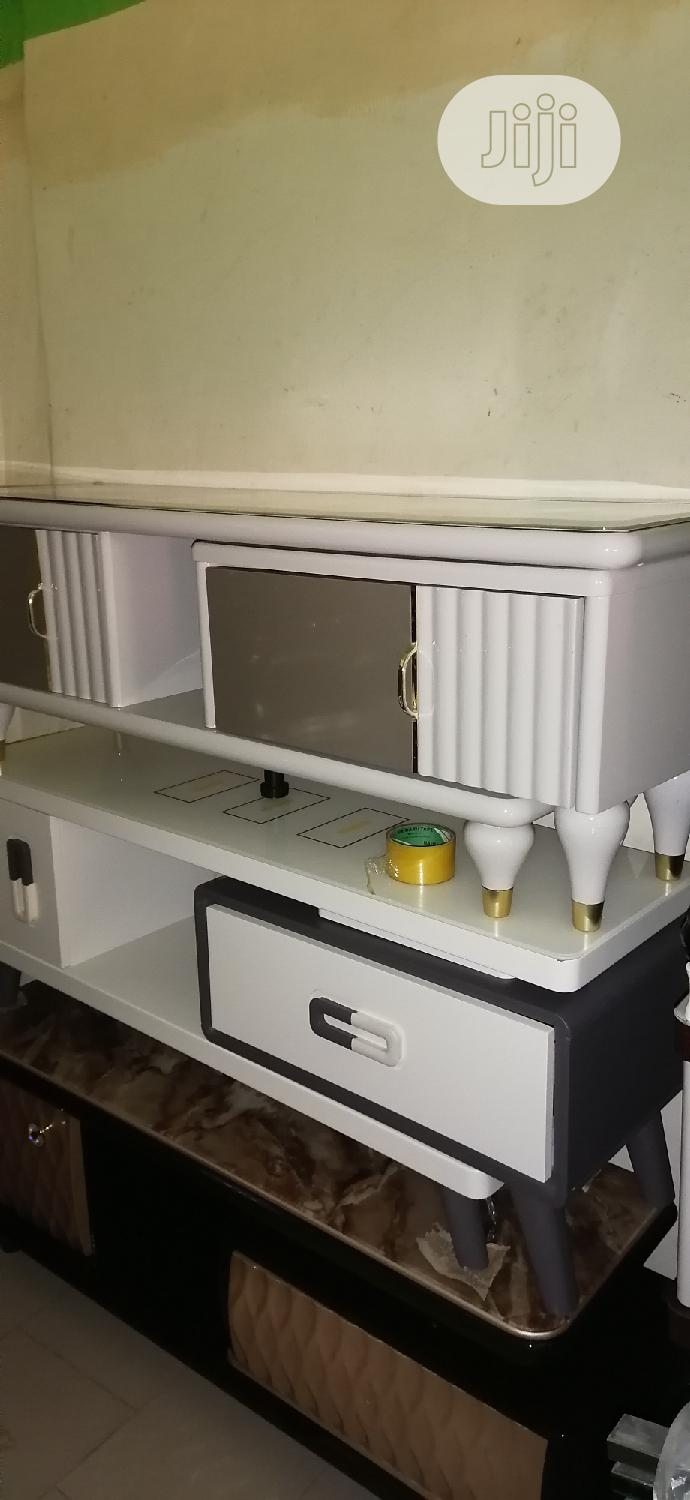 Quality Tv Stand And Strong Inside Catoon | Furniture for sale in Agege, Lagos State, Nigeria