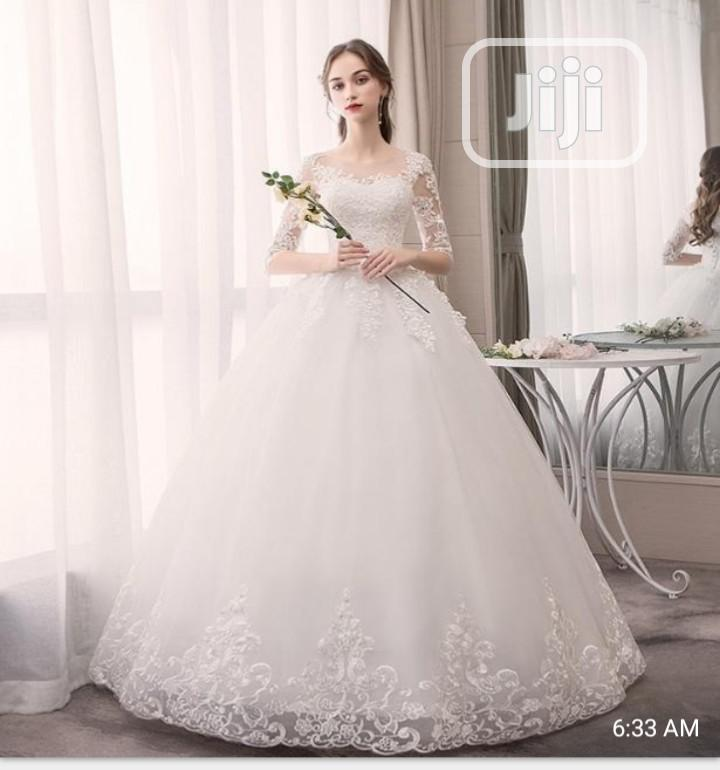 Classic and Stylish Wedding Gown