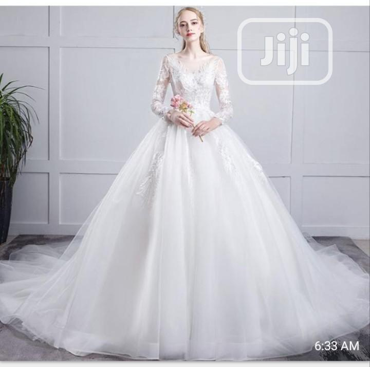 Stylish and Classic Wedding Gown