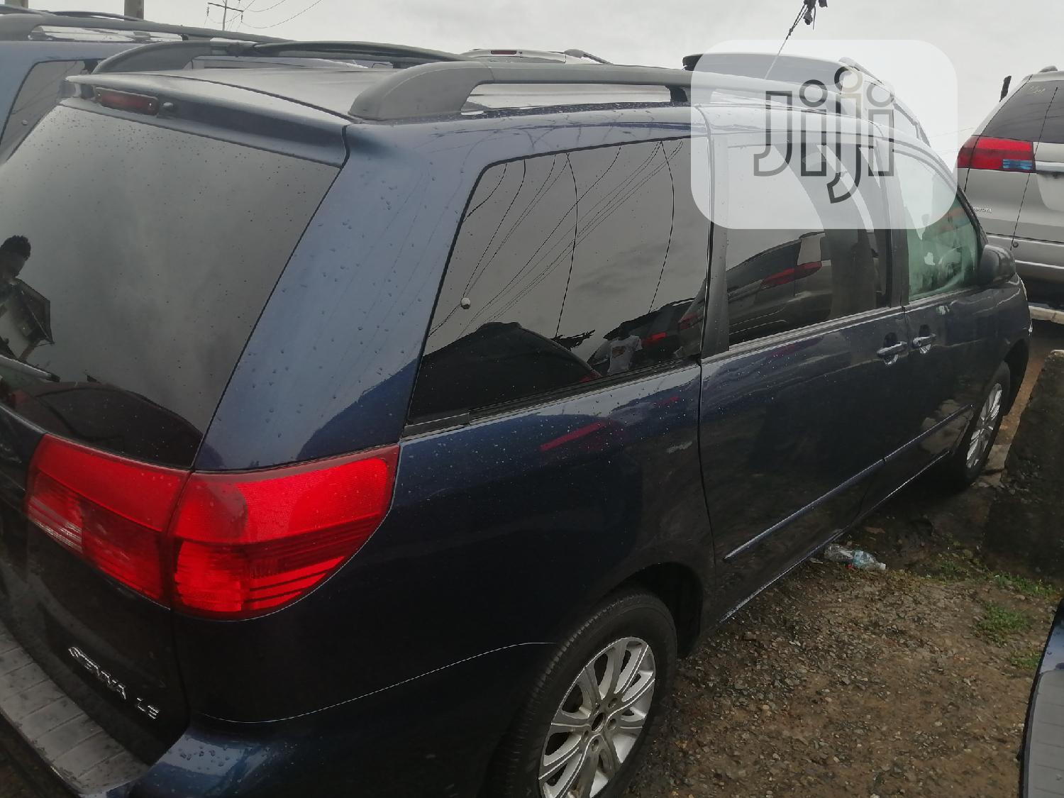 Toyota Sienna LE AWD 2005 Blue | Cars for sale in Apapa, Lagos State, Nigeria