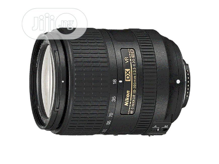 Archive: Nikon Lens AF-S DX 18-300mm F/3.5-6.3g ED VR
