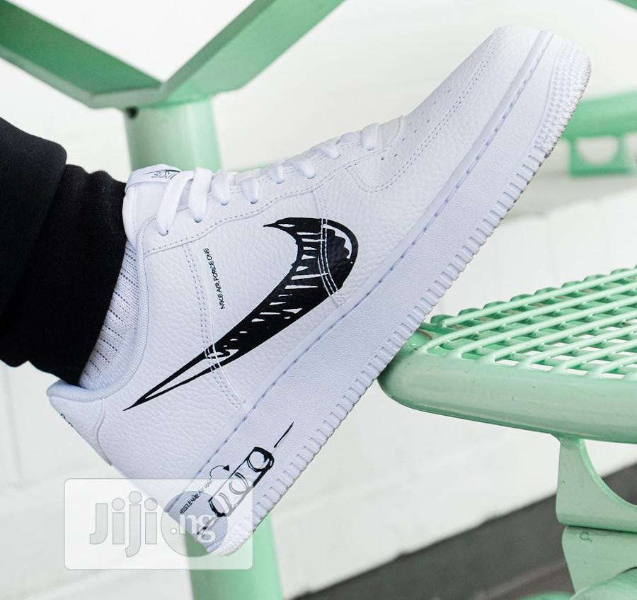 Caso Wardian Restricción Volverse  Nike Airforce 1 Loyal Sketch Black White Touch in Lagos Island - Shoes,  Kenneth mb kenneths | Jiji.ng for sale in Lagos Island | Buy Shoes from  Kenneth mb kenneths on Jiji.ng