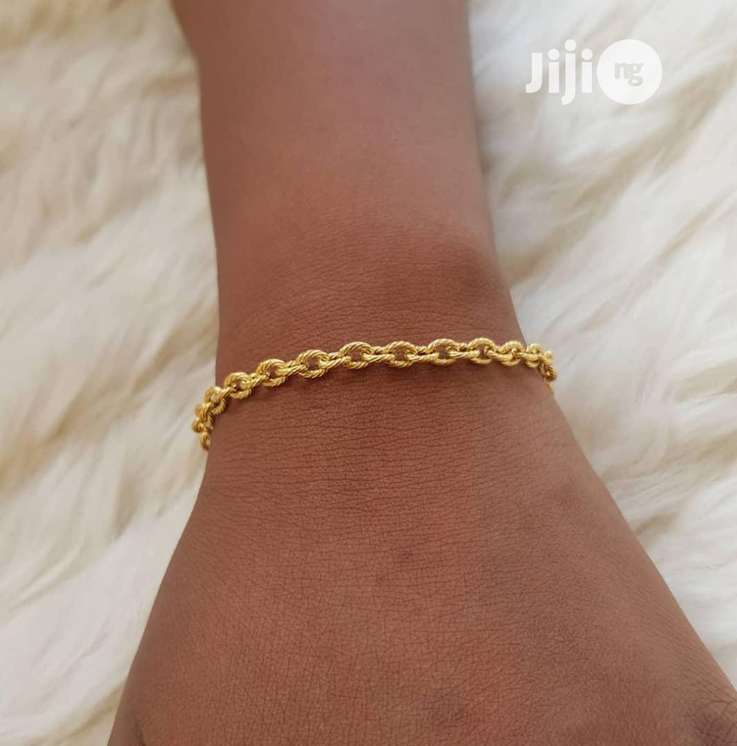 Archive: Quality Hand Chain