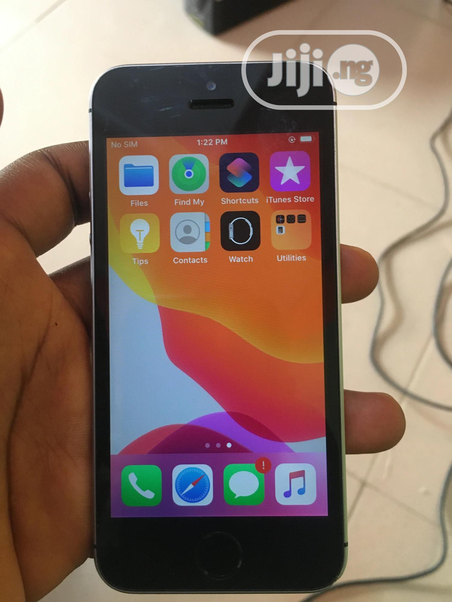 Archive: Apple iPhone SE 32 GB Black