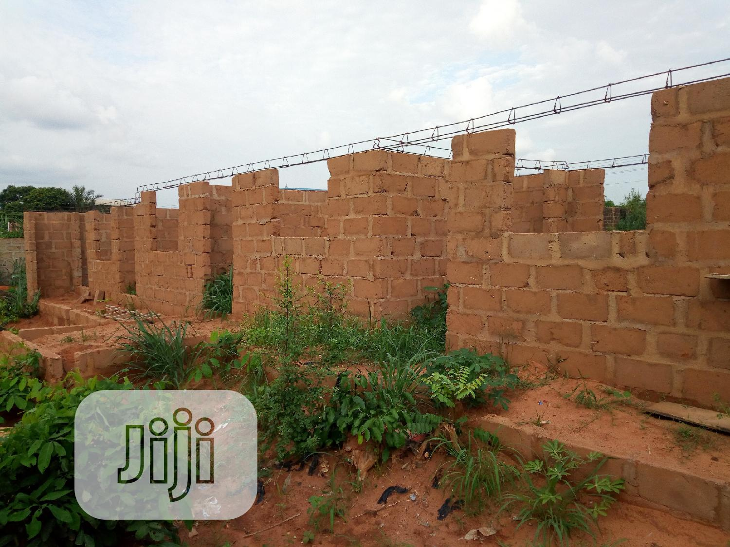 Archive: Uncompleted 5 Rooms Self Con Jst At Roofing Stage At Nkpor