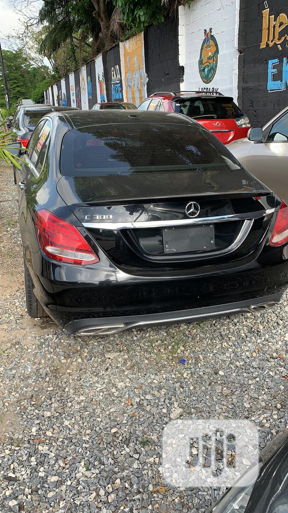 Mercedes-Benz C300 2016 Black