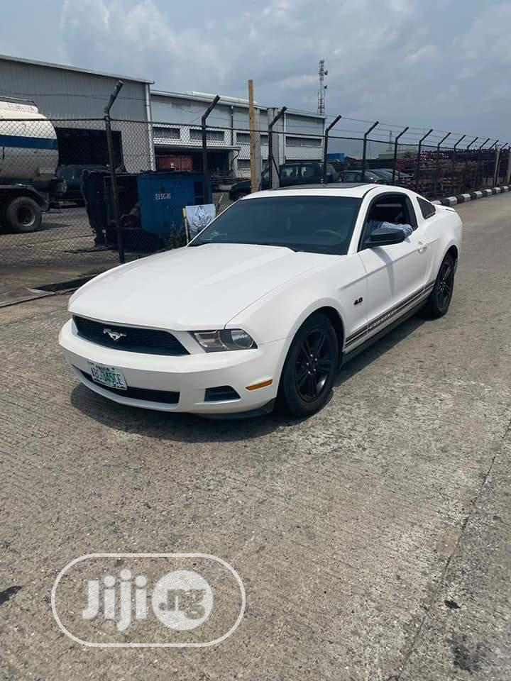 Archive: Ford Mustang 2011 GT Premium White