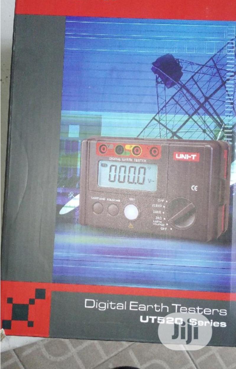 UNI-T Digital Earth Resistance Tester