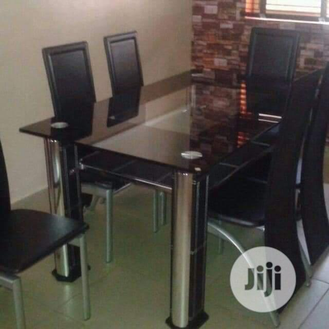 Quality Dining And Chairs Under Bord