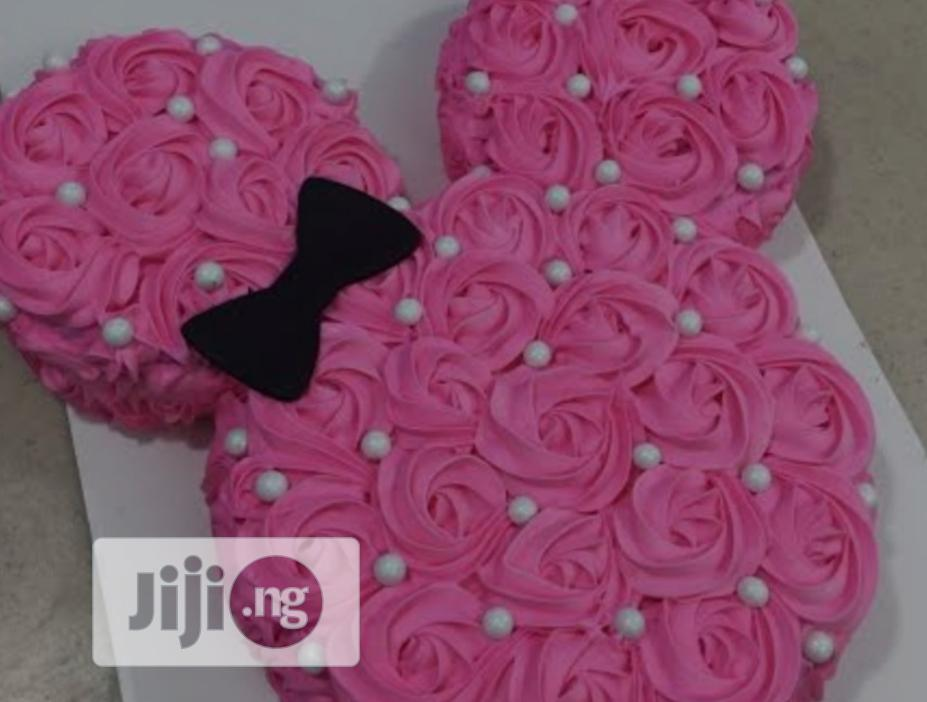 Minnie Mouse Theme Cake