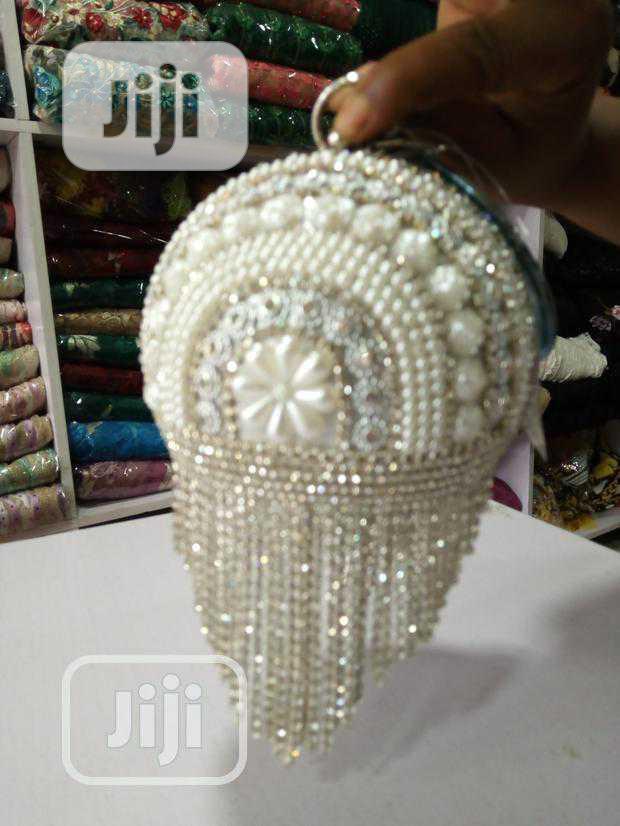 Lovely Ball Pearl/Beaded Purse