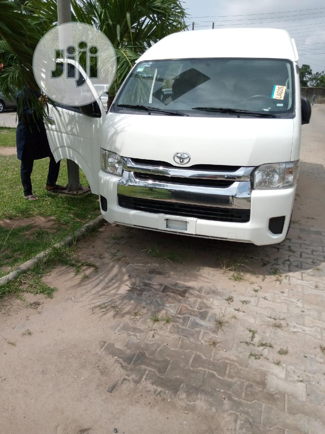 Super Clean Toyota Hummer Bus 2014 Up For Sale | Buses & Microbuses for sale in Alimosho, Lagos State, Nigeria