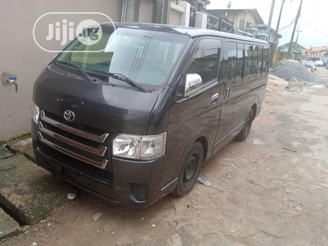 Toyota Hiace Hummer Bus 2017
