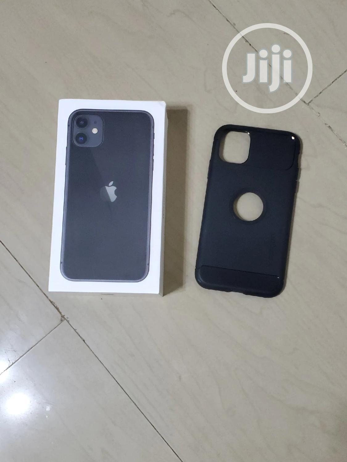 Archive: Apple iPhone 11 64 GB Black