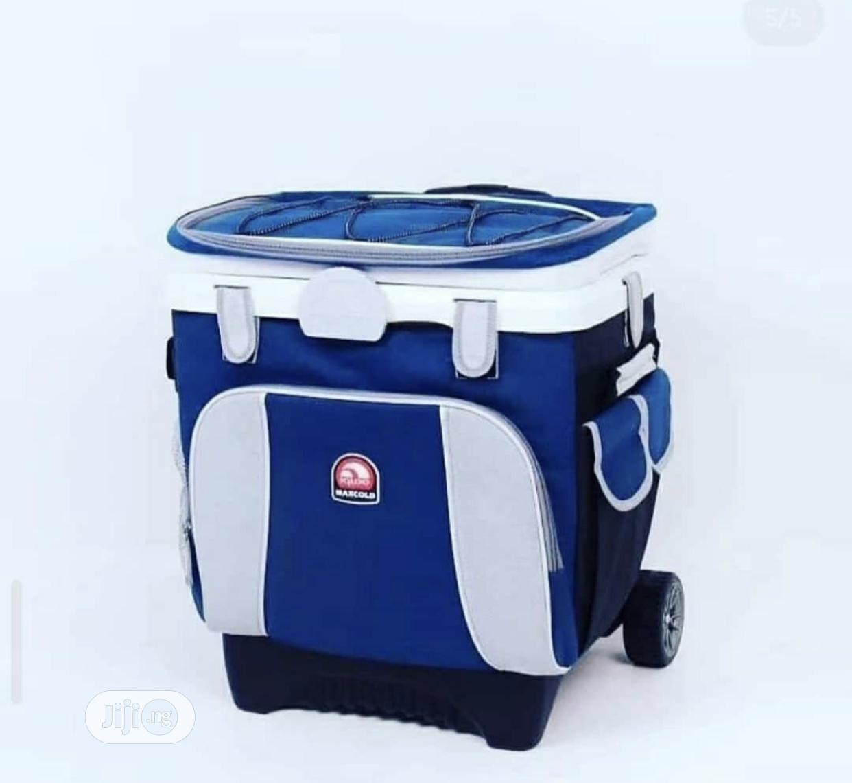 Archive: Cooler Bag With Trolley