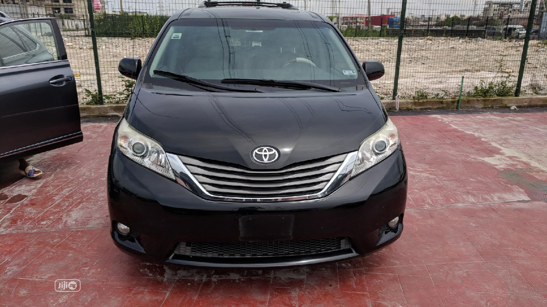 Toyota Sienna 2014 Black